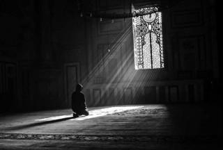 (في ظل الله) رجل قلبه معلق بالمساجد