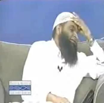إضغط لمشاهدة ''لا تحرف القرآن في أثناء وجودي ! رد قوي لداعية مسلم ''