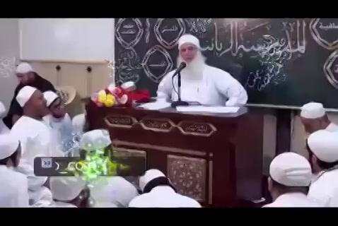 ( من أفضل الحلول لحياتك كثرة الصلاة على النبي )